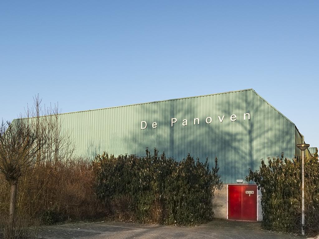 Buitenaanzicht gymzaal De Panoven in Giesbeek