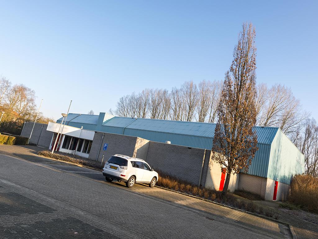 Buitenaanzicht entree gymzaal De Panoven in Giesbeek
