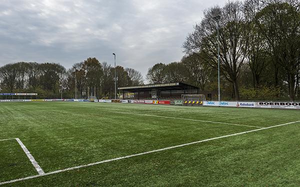 Voetbalveld met tribune van DCS in Zevenaar