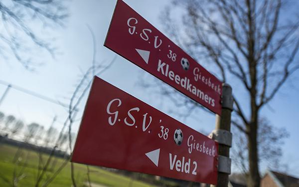 Bordjes Giesbeekse Sportvereniging'38 in Giesbeek