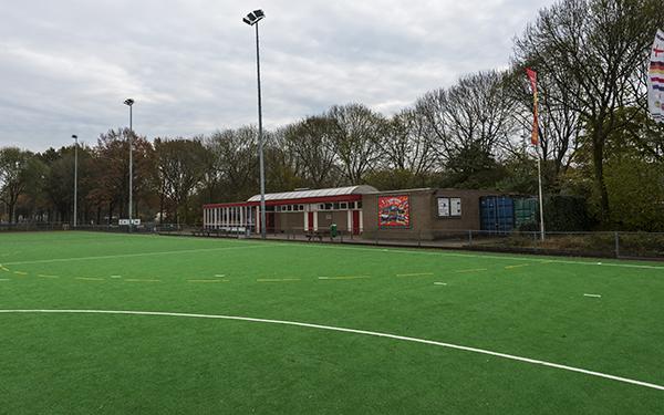 Clubgebouw en kleedkamers van hockeyvereniging HVZ in Zevenaar